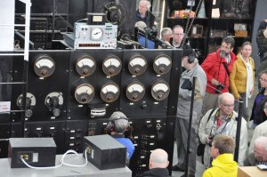 Jan Steinbach tuning the SAQ transmitter