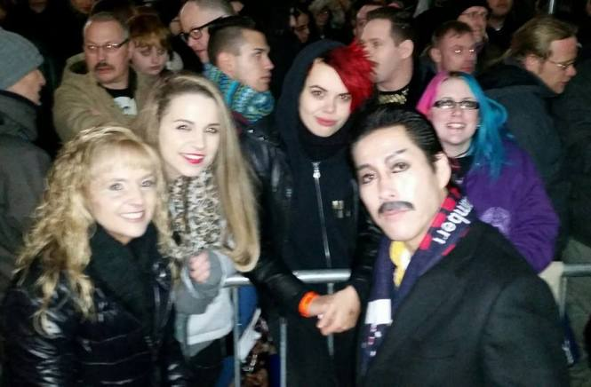 With a bunch of lovely Queen and Adam fans!