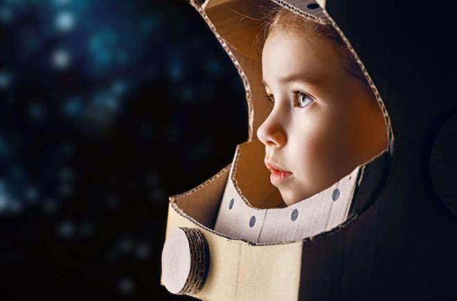 Girl-astronaut-dreams