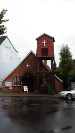 Evang. Kirche, in der auch kath. Messen stattfinden.