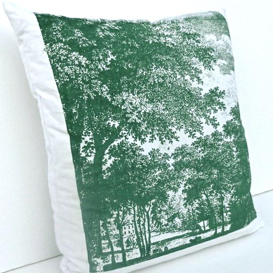 Motiv Parklandschaft: Große Bäume überragen eine idyllische Parkanlage mit Herrenhaus am See. Das romantische Motiv, das zum Träumen verführt, entstammt einem Stich aus dem 18. Jahrhundert.