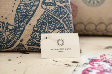 Alexandra Lenz | Textildesign | Siebdruck | von Hand gedruckte Unikate | Siebdruckkurse in eigener Werkstatt in Köln | Wohntextilien z.B. Kissen, Tischwäsche,Vorhänge und Wandbehänge | Wohnberatung