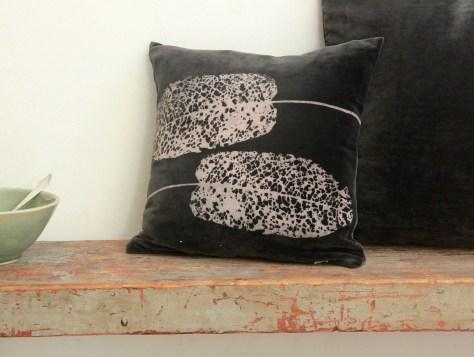Kissen 40x40cm auf Baumwollsamt, im Siebdruck von Hand gedruckt