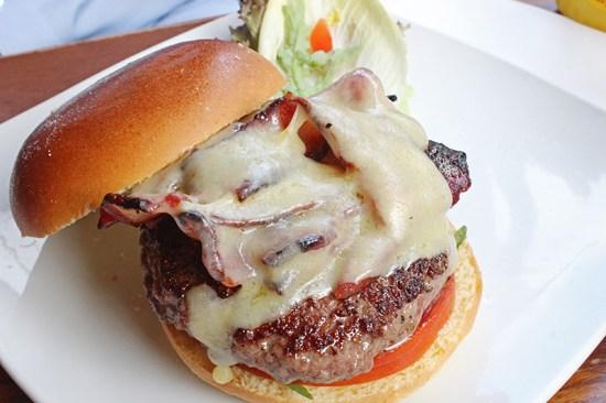 Haché Burger, Camden - Canadian burger