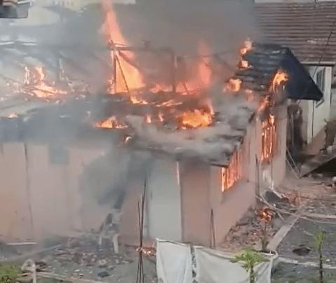 Incêndio destrói residência no bairro Fortaleza, em Blumenau