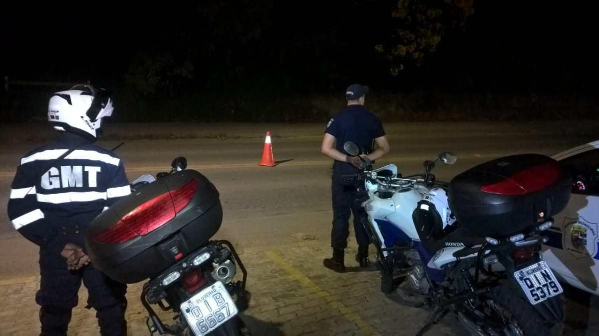 Motorista fuma maconha e foge de blitz da Guarda de Trânsito, em Blumenau
