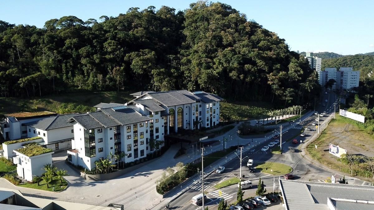 Hotel que inaugura semana que vem em Blumenau ainda tem vagas de emprego em aberto