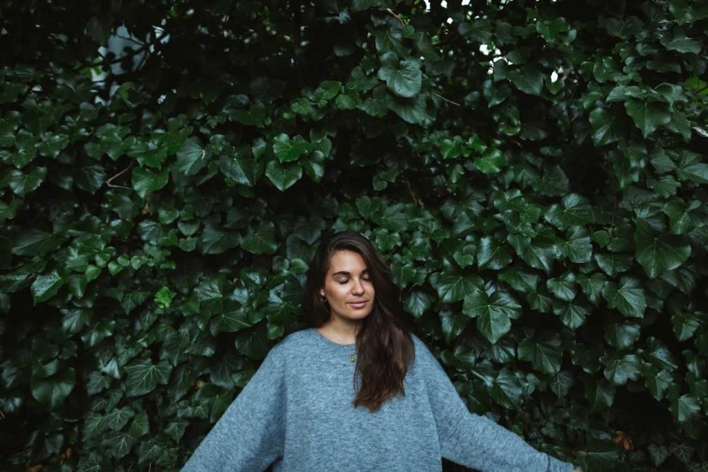 """""""Ständig vor Kameras zu stehen hat sich nicht mehr gut angefühlt"""": Madeleine Alizadeh von DariaDaria über ihr Leben nach dem Modebloggen"""