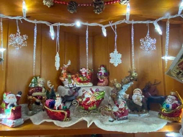 santa sleighs