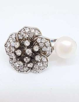 Sterling Silver ring featuring Cubic Zirconia's and pearl ring. Flower design