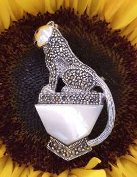 Sterling Silver and marcasite brooch - cat sitting