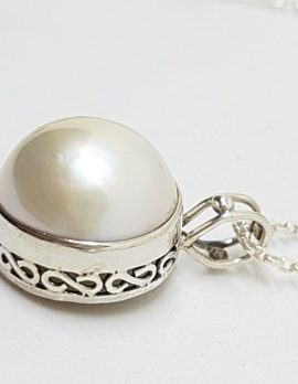 Sterling Silver Mabe Pearl Ornate Design Side Pendant on Chain