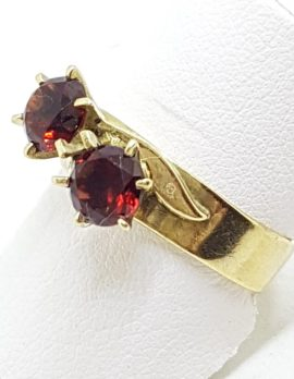 9ct Yellow Gold Toi et Moi Garnet Claw Set Ring