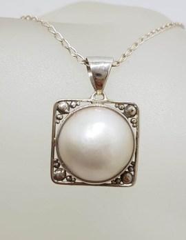 Sterling Silver Round Mabe Pearl Ornate Filigree Square Pendant on Silver Chain