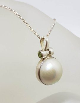 Sterling Silver Round Mabe Pearl with Peridot Pendant on Silver Chain