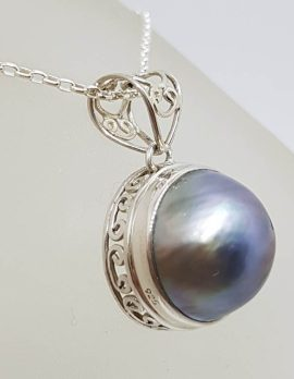 Sterling Silver Round Blue / Black Mabe Pearl Ornate Filigree Sides Pendant on Silver Chain