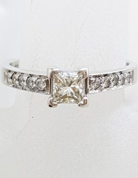 18ct White Gold Princess and Round Cut Diamond Engagement Ring