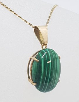 9ct Yellow Gold Oval Claw Set Malachite Pendant on Gold Chain - Antique / Vintage