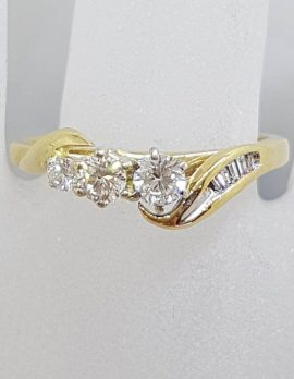 """18ct Yellow Gold Unusual Curved Claw and Channel Set """" Shooting Star """" Design Diamond Ring - Engagement Ring / Dress Ring"""