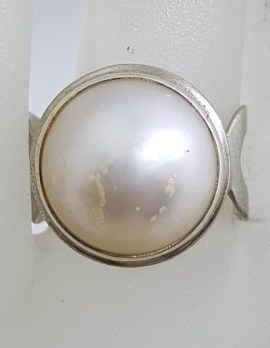 Sterling Silver Round White Mabe Pearl with Open Design Sides Ring