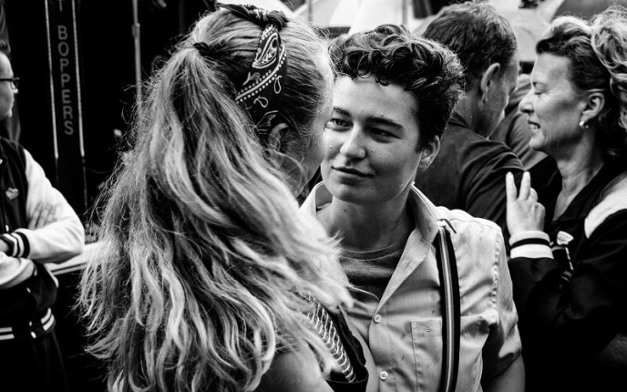 A dancing couple looking at each other with much love during Rock & Roll Street Terschelling 2017.