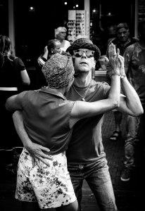 Dansend paar op het Rock and Roll Street Terschelling festival in september 2016.