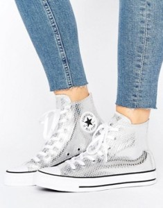 d286f221029f How to Wear Converse - 15 Awesome Outfit Ideas for Women