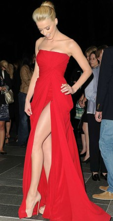 amber heard red dress on the red carpet
