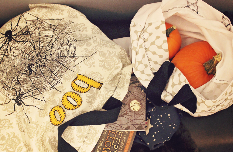 Tea Towel Trick or Treat Bag, make your own Halloween treat bag from two tea towels!
