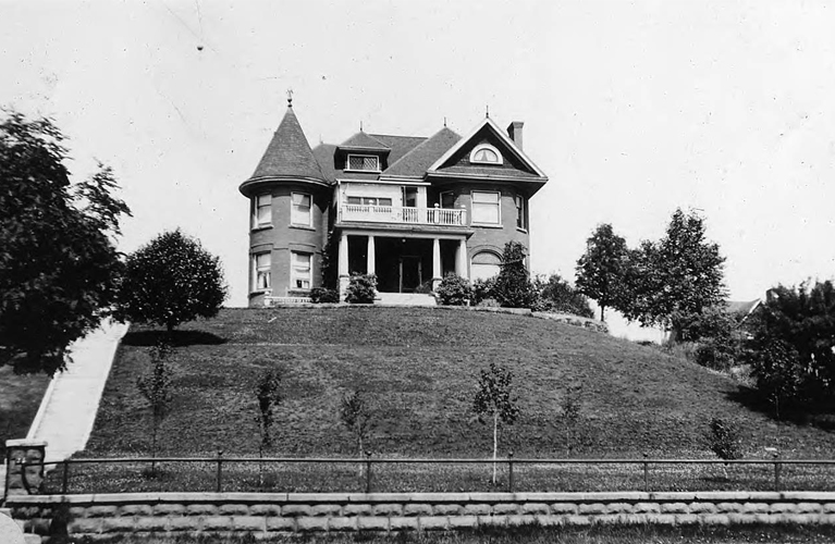 Chung Collection Photography - the Court Street Ridge - The private residences of Mr. Crooks at Port Arthur, Ontario - Vanished from the Ridge