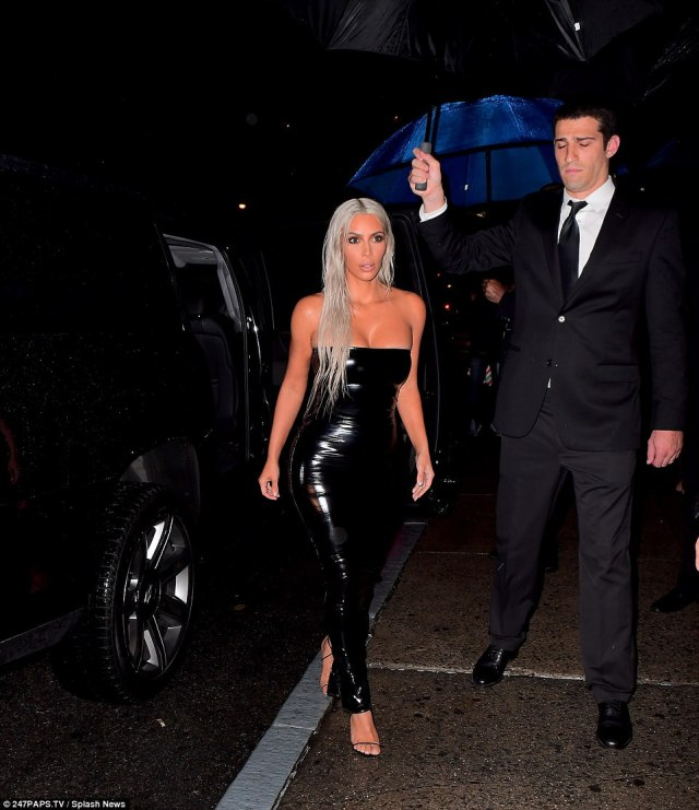 59b0cca4156d4 - Kim Kardashian flaunts curves in tight dress at NYFW show
