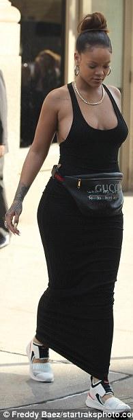 59b611bfce0a9 - Rihanna shows off her boobs at NYFW