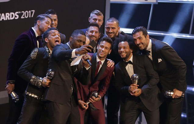 Idris Elba poses with the 11 best football players on the planet for selfies