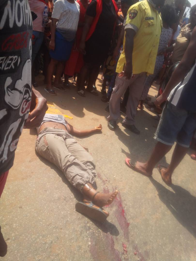 Female student of Federal Polytechnic Oko crushed to death by trailer (graphic photos)