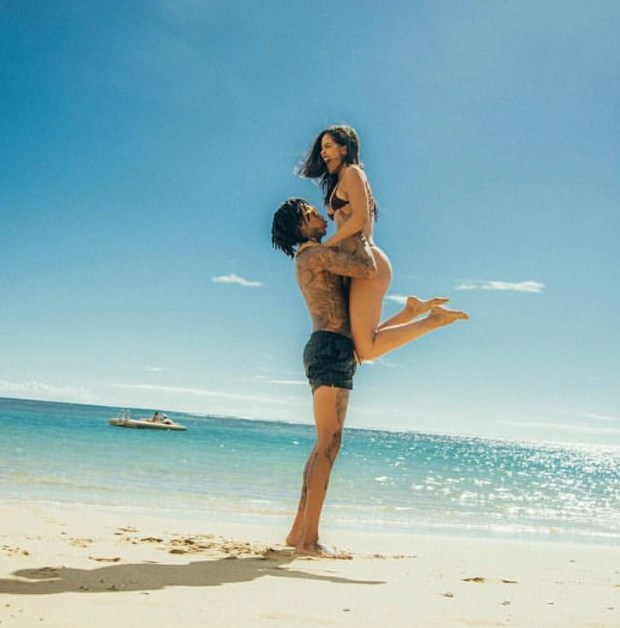 Wiz Khalifa and his bae Izabela still waxing strong while they vacation in Hawaii