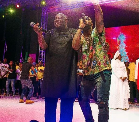 Photos: Davido and Dele Momodu finally end their 2-year old beef at Ovation Red Carol