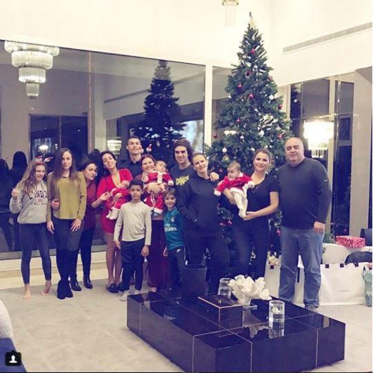 Cristiano Ronaldo shares cute Christmas photo with his family