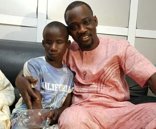 5a58bcaa49819 - Touching video of Pasuma fulfilling the dream of a physically-challenged child who has been dying to meet him
