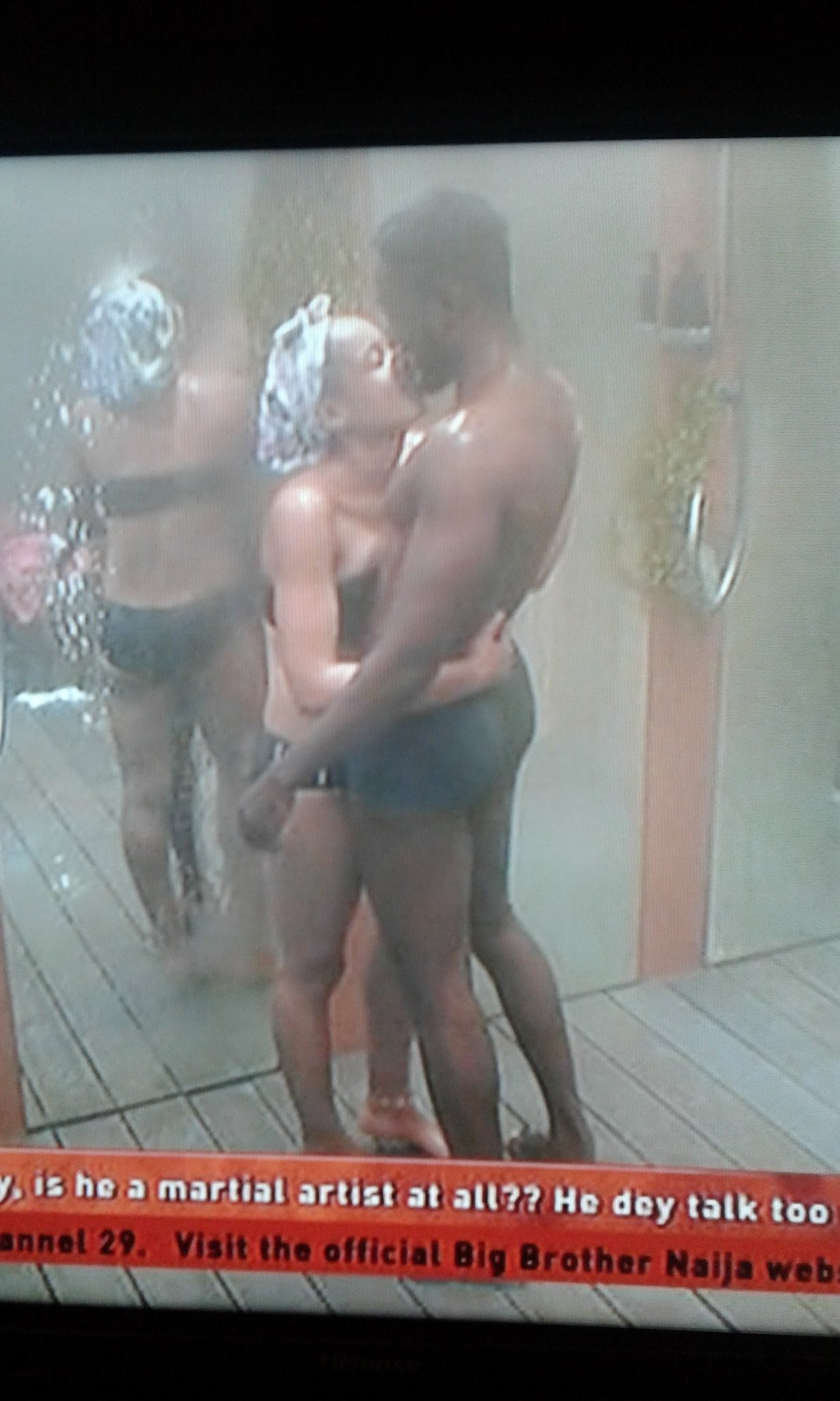 BBNaija 2018 housemates, Nina & Miracle kiss in the bathroom (photos/video)