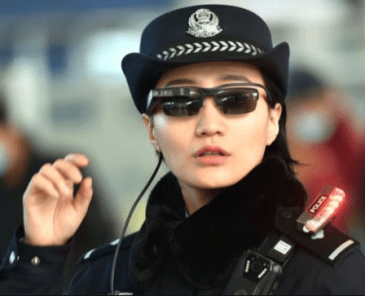 Chinese police have started?using sunglasses equipped with facial recognition technology to identify suspected criminals