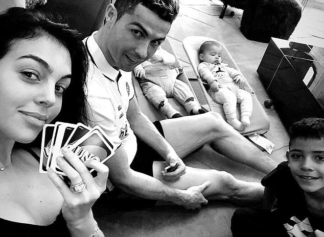 5a8437468dba6 - Cristiano Ronaldo relaxes with his girlfriend and children ahead of Champions League clash (Photo)