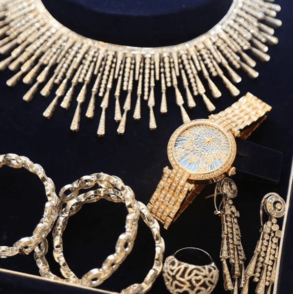 Aliko Dangote personally went shopping for the diamonds and luxuy designer wristwatch Fatima used for her Lagos wedding dinner(photos)