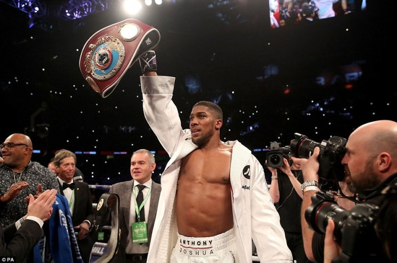 He wins! Anthony Joshua beats Joseph Parker by unanimous decision in heavyweight clash (Photos: