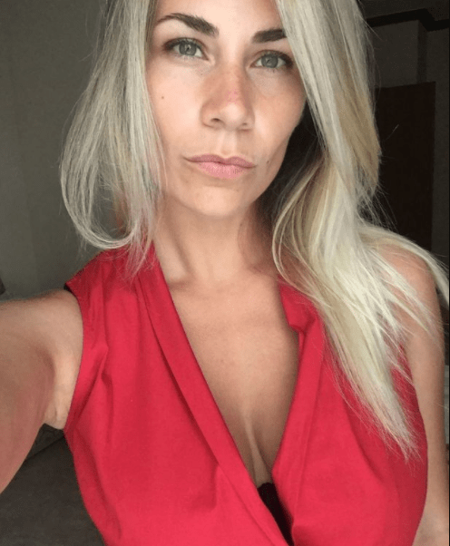 Patient dies after surgeon pauses mid-surgery to take a selfie with her breasts (photo)
