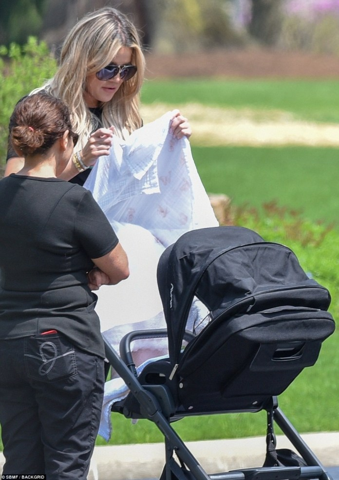 Khloe Kardashian flaunts her?post-baby curves while out?with daughter True (photos)