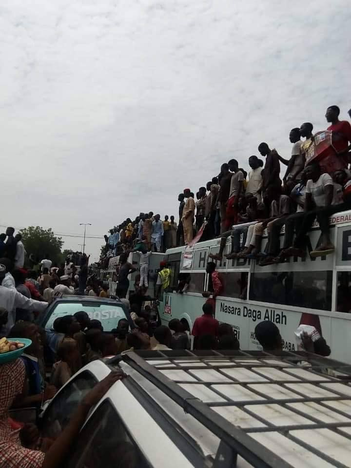 See the crowd that came out to welcome President Buhari in Bauchi state(photos)