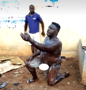 """""""This is not ordinary"""" Nigerians attack man seen bathing naked in broad daylight at a T-junction in Lagos (video)"""