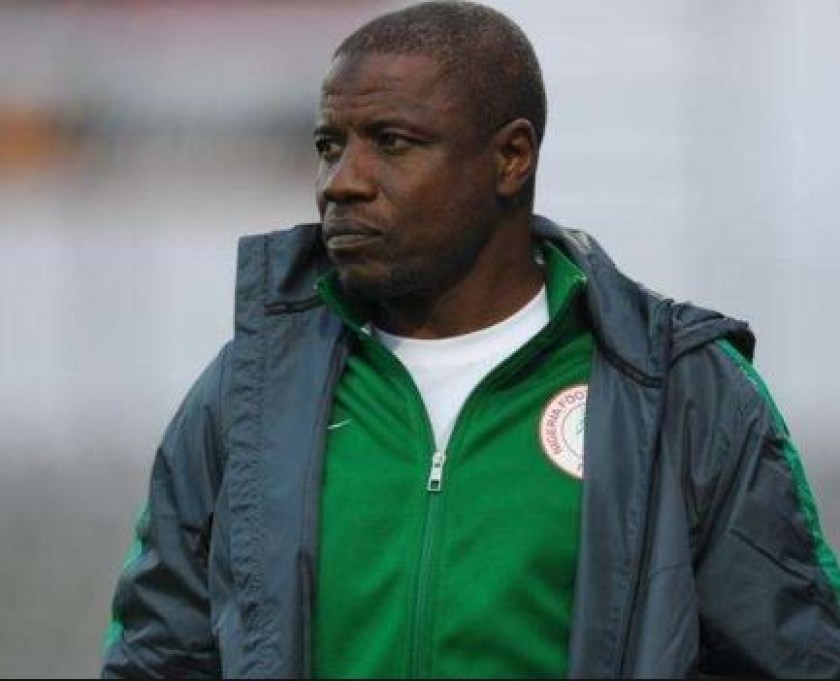 Super Eagles chief coach, Salisu Yusuf, caught on camera?taking cash to influence players? selection (Video)