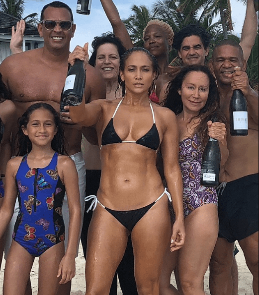 Fans gush over Jennifer Lopez