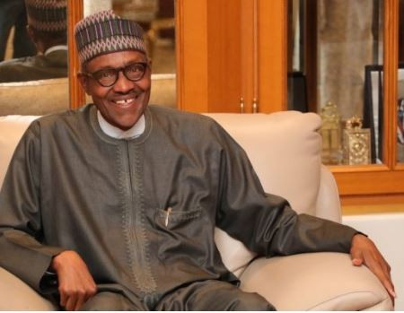 President?Buhari commends two?security-men for returning bag of dollars belonging to?an American returnee